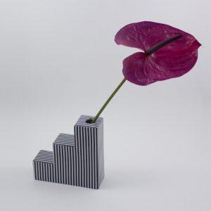 Vase Stairs gestreift von Romina Gris