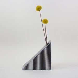 Vase Triangle gestreift von Romina Gris