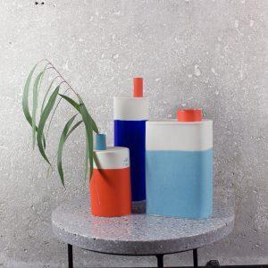 """Eric Hibelot Vase """"Kanister"""" hellblau-rot"""